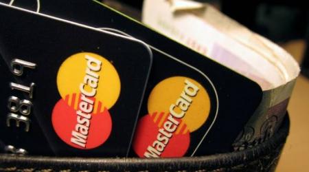 Pensando no futuro sem cartões, Mastercard muda logo e esconde nome