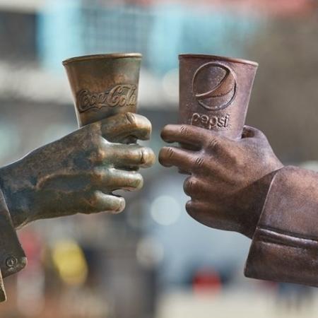 estatuas-coca-cola-e-pepsi-1549038151036_v2_450x450