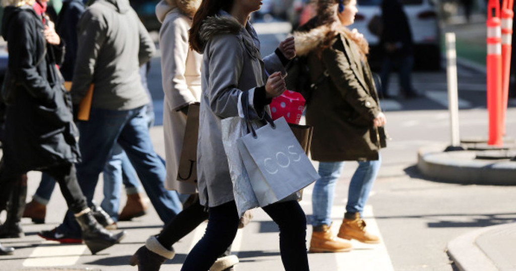 NEW YORK, NY - MARCH 12:  People walk with shopping bags in Manhattan on March 12, 2015 in New York City. For a third straight month in February U.S. retail sales unexpectedly fell according to a report by the Commerce Department released on Thursday. The report said that retail sales dropped 0.6 percent, with receipts falling in almost all categories.  (Photo by Spencer Platt/Getty Images)